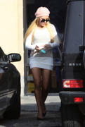 http://img153.imagevenue.com/loc129/th_348186964_AmandaBynes_donating_clothes_to_goodwill_08_122_129lo.jpg