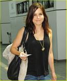 Sophia Bush - Candids @ LaGuardia Airport - 8/17/09 - MQ x7