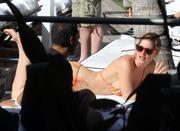 th_075454784_Celebutopia_NET.Doutzen_Kroes_relaxing_in_Miami_Beach.03_24_2011.HQ.5_122_160lo.jpg