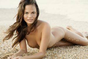 http://img153.imagevenue.com/loc234/th_609761949_Chrissy_Teigen_3_123_234lo.jpg