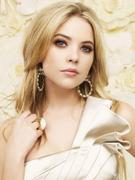 http://img153.imagevenue.com/loc528/th_88493_Ashley_Benson_Pretty_little_Liars_Season_2_Photo_Shooting_02_122_528lo.jpg