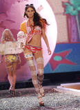 th_08238_fashiongallery_VSShow08_Show-188_122_779lo.jpg