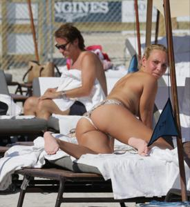 http://img153.imagevenue.com/loc348/th_626832142_Donna_Vekic_Bikini_07_122_348lo.jpg
